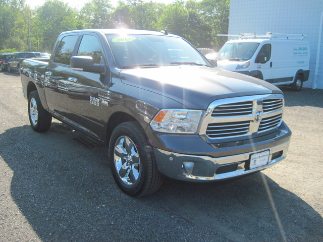 Pre-Owned 2017 Ram 1500 4x4 Crew Cab 5'7 Box